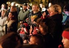 19_Elf-Show-Crowds